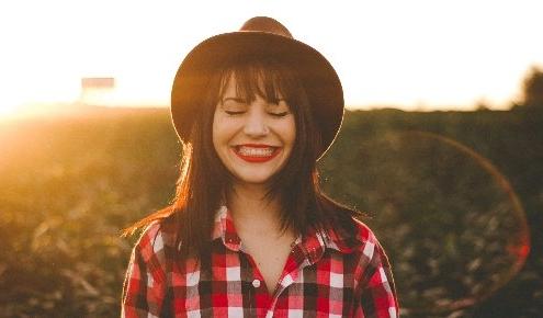 Fatiguée et débordée, vous avez parfois le sentiment de passer à côté de l'essentiel et de saboter votre bien- être ? Saviez-vous qu'il existe plusieurs manières d'atteindre sérénité et épanouissement ?