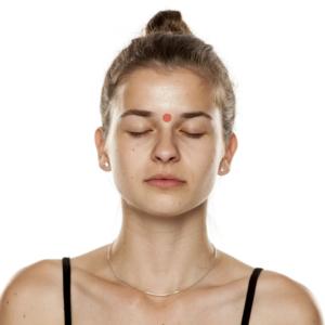 point d'acupression du 3eme oeil pour soulager les maux de tête
